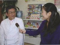 「信頼できる薬局や薬剤師をぜひ見つけて、かかりつけにしてほしい」と話す阿久根先生(左)と和田由樹健康リポーター