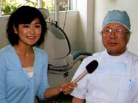 (社)鹿児島県歯科医師会の四元貢会長(写真右)と、健康リポーターの和田由樹さん(写真左)