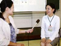 インフルエンザの予防法等について説明する竹ノ内保健師(写真右)と和田由樹健康リポーター