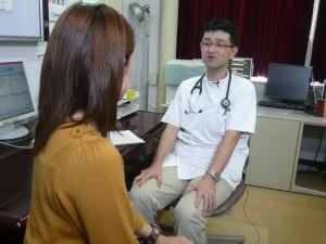 慢性腎臓病が透析患者の予備群になると話す。